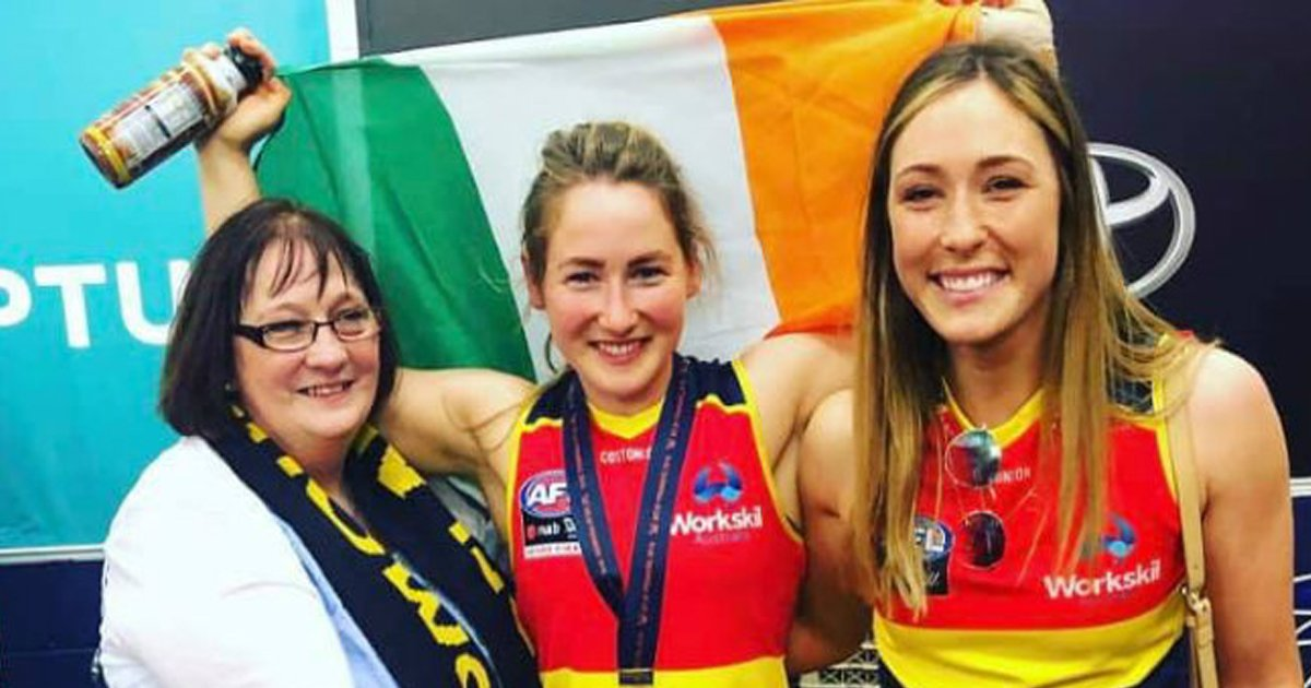 Considine pictured with her mum and sister after the 2019 AFLW grand final.